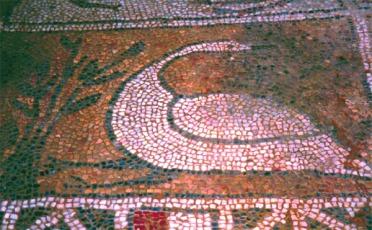 Λεπτομέρεια ψηφιδωτού δαπέδου Παλαιοχριστιανικής του αρχαιολογικού χώρου Δολίχης.
