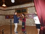 Απονομή τιμητικής πλακέτας στο χορευτικό του Συλλόγου Αραδοσιβίων, από τον πρόεδρος της Κοινότητας Δολίχης Ευάγγελο Τσακνάκη